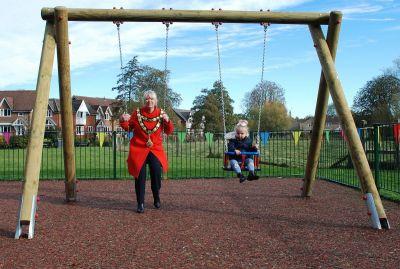 Mayor-and-junior-budgens-on-swing