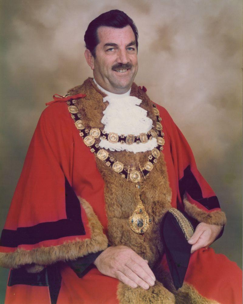 Len-Bulley-as-Mayor